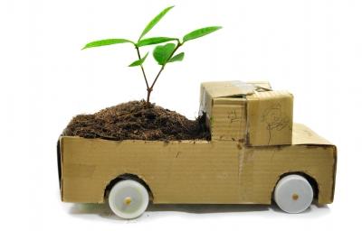 Automobil od kartona (foto: Patchareeya99 / FreeDigitalPhotos.net)