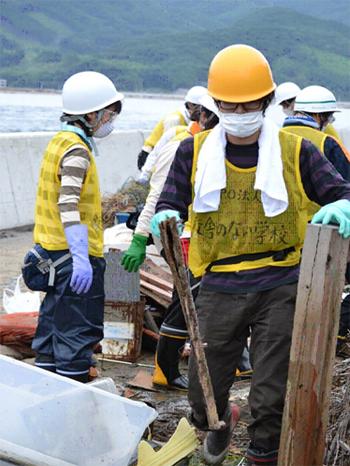 Čišćenje nakon tsunamija (Fotografija ustupljena s prezentacije)