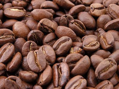 Pržena zrnca kave (foto: Wikimedica Commons)
