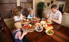 Obiteljski obrok (foto: Wikimedia Commons)