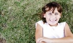 Sretna djevojčica (foto: FreeDigitalPhotos)
