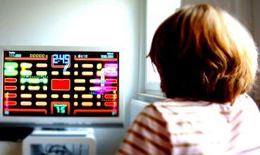 Igranje igrica (foto: Wikimedia Commons)