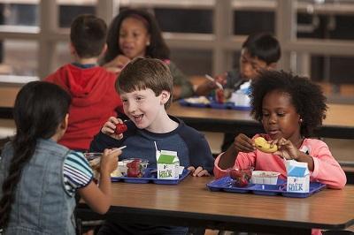 Ručak u školi (foto: USDA Food Nutrition Service/Flickr)