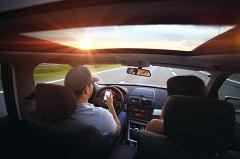 Tipkanje u vožnji (foto: Pexels)