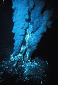 Hidrotermalni izvor (foto:en.wikipedia.org, P. Rona - NOAA Photo Library)